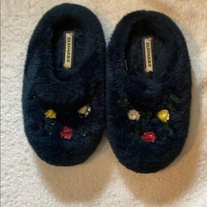 Sketchers black slippers w/flower design
